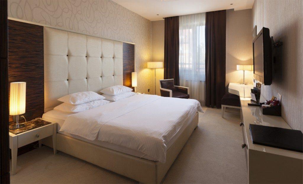darilni_paketi_hotel_crystal_beograd_1-1024x621