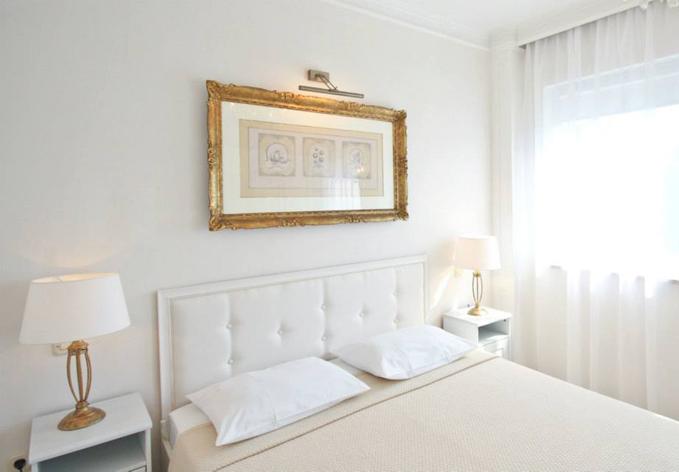 679-472-originalno-darilo-hisa-eufemija-bela-dnevna-soba-spalnica