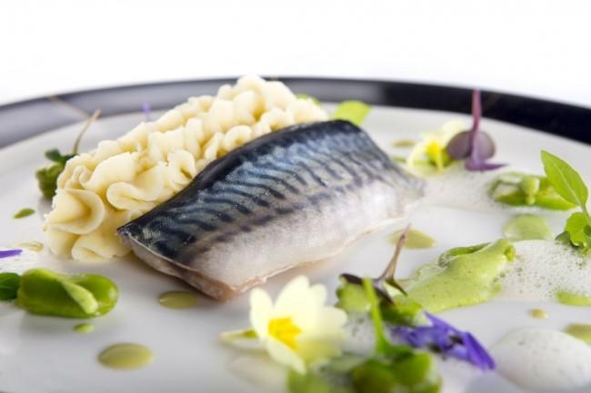 Slika, ki vsebuje besede hrana, plošča, miza, bela  Opis je samodejno ustvarjen